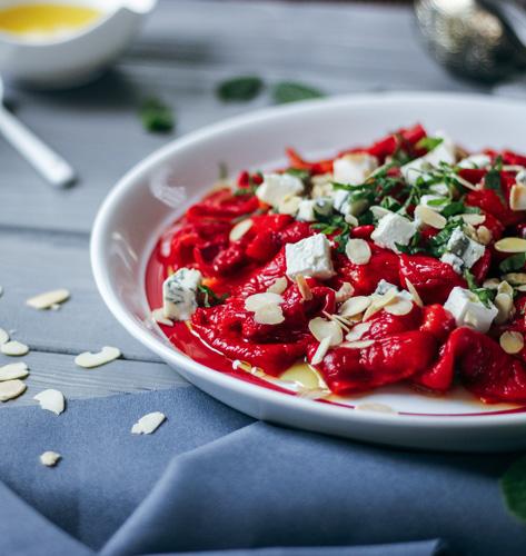 Salata s pečenim paprikama i bademima