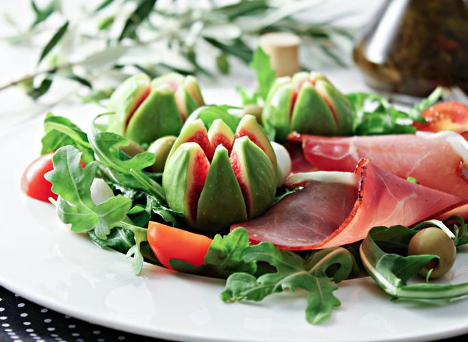Salata s pršutom i smokvama
