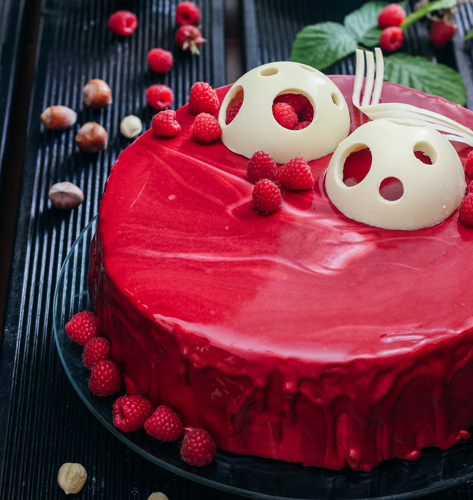 Torta s malinama i lješnjacima